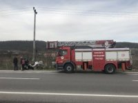 Kaza yapan otomobil ters döndü: 2 yaralı