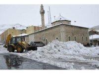 Gürün'de karla mücadele çalışmaları