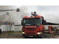 Sancaktepe'de kalıp fabrikasında yangın