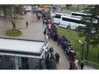 Uludağ'da kar yolları kapadı, tatilciler teleferiğe hücum etti
