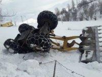 Bingöl'de 241 köy yolu açılırken, bir iş makinesi şarampole yuvarlandı