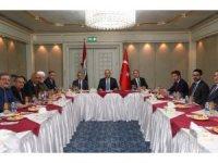 Bakan Çavuşoğlu, Türkmen Eşgüdüm Kurulu'nu kabul etti