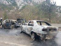 Bursa'da iki otomobil alev alev yandı, faciadan dönüldü: 8 yaralı