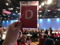Almanya'da, SPD'li delegeler koalisyona yeşil ışık yaktı