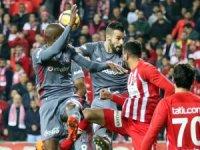 Süper Lig: Antalyaspor: 1 - Beşiktaş: 1 (İlk yarı)