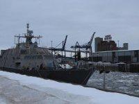 ABD savaş gemisi Montreal'de buzlara sıkışarak mahsur kaldı