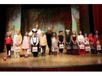 Sanat Atölyeleri Projesi'nin çocukları yeteneklerini sahnede gösterdi