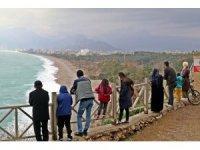 Dünyaca ünlü sahilde dalgaların görsel şöleni