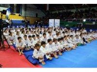 Dünya Şampiyonu Erkan tecrübelerini karatecilere aktardı