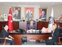 Kadın kollarından belediye başkanı Cüneyt Yemenici'ye ziyaret