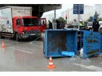 Nakliyat kamyonu patpata çarptı: 2 yaralı