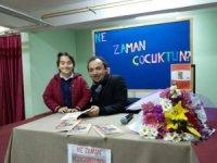 Eğitimci-Yazar Altınöz yeni kitabını öğrencileri için imzaladı