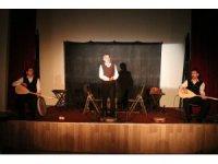 Mahkumlara tiyatro gösterisi