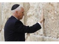 Pence, Ağlama Duvarını ziyaret etti