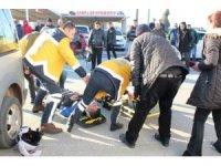 Ayvalık'ta panelvan ile servis motosikleti çarpıştı: 1 ağır yaralı