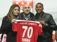 Sivasspor, Robinho ile 1,5 yıllık sözleşme imzaladı