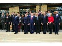 Paris'te dışişleri bakanları aile fotoğrafı çektirdi