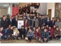 Vali Demirtaş, öğrencileri gençlik kampına uğurladı