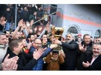 Arslanbey'in kupası Başkan Üzülmez'den
