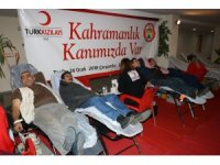 Adana'da valilik personelleri kan verdi