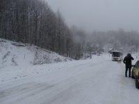 Domaniç'te kar yağışı, sis ve buzlanma ulaşımı zorlaştırıyor