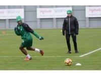 Bursaspor'un yeni transferi ilk idmanına çıktı