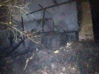 Evi yanan yaşlı adamı komşuları kurtardı