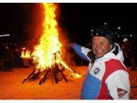 Federasyona kızan kayak hocaları 40 bin liralık kayak takımı yaktı