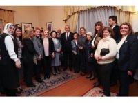 Bakan Çavuşoğlu, Amman'da Türk vatandaşlarıyla buluştu