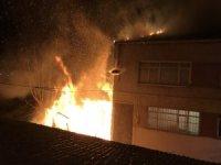 Fatih'te korkutan gecekondu yangını