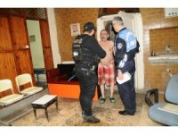 Beyoğlu'nda yapılan uyuşturucu baskınından ilginç görüntüler
