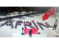Yozgat'ta öğrenciler okul bahçesinde 'Afrin' yazıp Türk bayrağı açtı