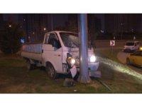 Hırsızlar polisten kaçarken kaza yaptı