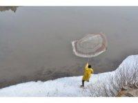 Kars'ta eriyen buzlar balıkçılara yaradı