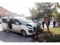 Kazada yaralananlara yardım ederken kaza yaptı