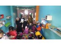 Sason'da anaokulu öğrencileri kütüphaneyi gezdi