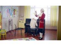 Türk Telekom reklam filminde projelerinde yer alan çocuklar yer aldı