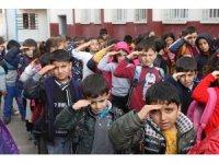 Öğrenciler harçlıklarını Afrin'deki Mehmetçik'e gönderdi