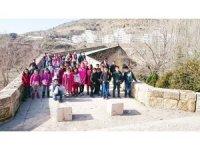 Öğrenciler Çermik'in tarihi yerlerini geziyor