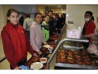 Milli Eğitim Müdürlüğü'nden başarılı sporculara öğle yemeği