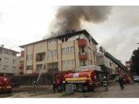 Manavgat'ta korkutan çatı yangını