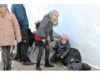 Ayvalık'ta 53 Suriyeli göçmen Midilli'ye kaçamadan yakalandı