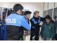 Kanka polis mağazası sevindirmeye devam ediyor