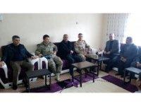 """Kaymakam Özkan ve Komutanlardan """"Zeytin Dalı Harekatı'nda"""" yaralanan askerlere ziyaret"""