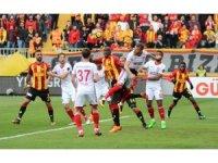 Spor Toto Süper Lig: Göztepe: 1 - Demir Grup Sivaspor: 0 (İlk yarı)