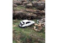 Otomobille çarpıştıktan sonra dereye uçtu: 5 yaralı