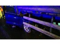 Tır dorsesinin altına giren otomobil 80 metre sürüklendi