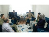 Kaymakam Özkan ve Komutanlardan yaralı askere ziyaret