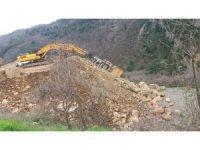 Yol Çalışmasında Hafriyat Kamyonu Devrildi