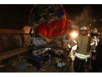 Sebze yüklü kamyonet park halindeki kamyona arkadan çarptı: 1 ölü